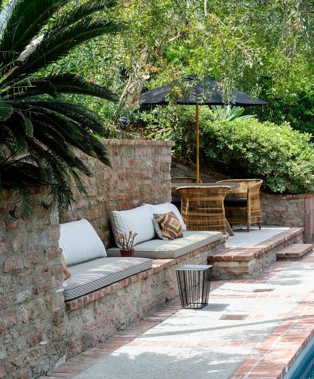 40+ Backyard Oasis Design That Make Your Garden More
